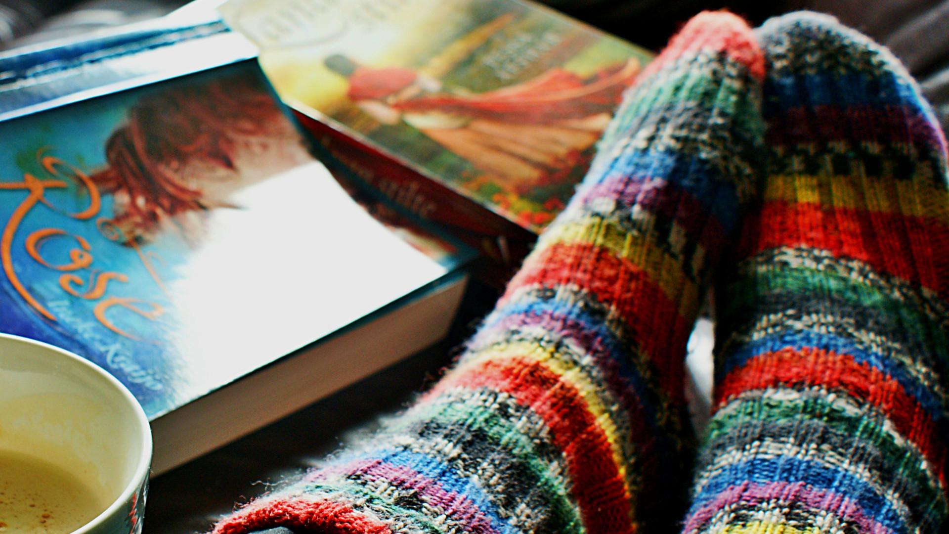 Socken und Bücher
